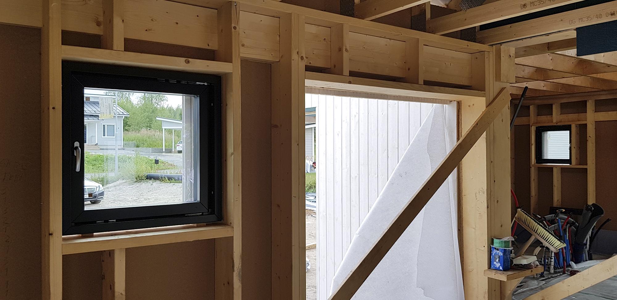 Ikkunoiden ja ulko-ovien laadussa ei kannata tinkia