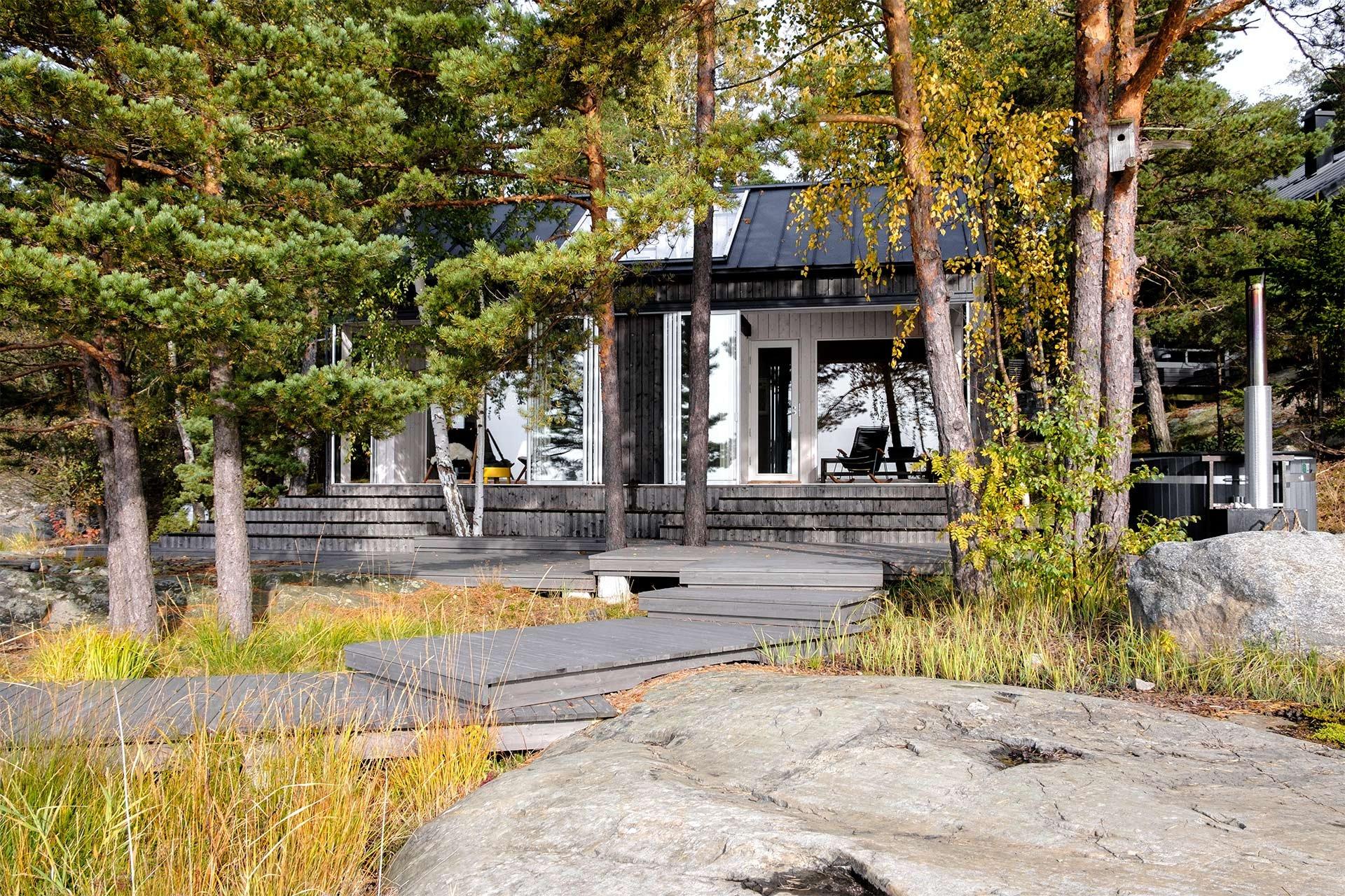 Moderni saunarakennus Turun sisäsaaristossa