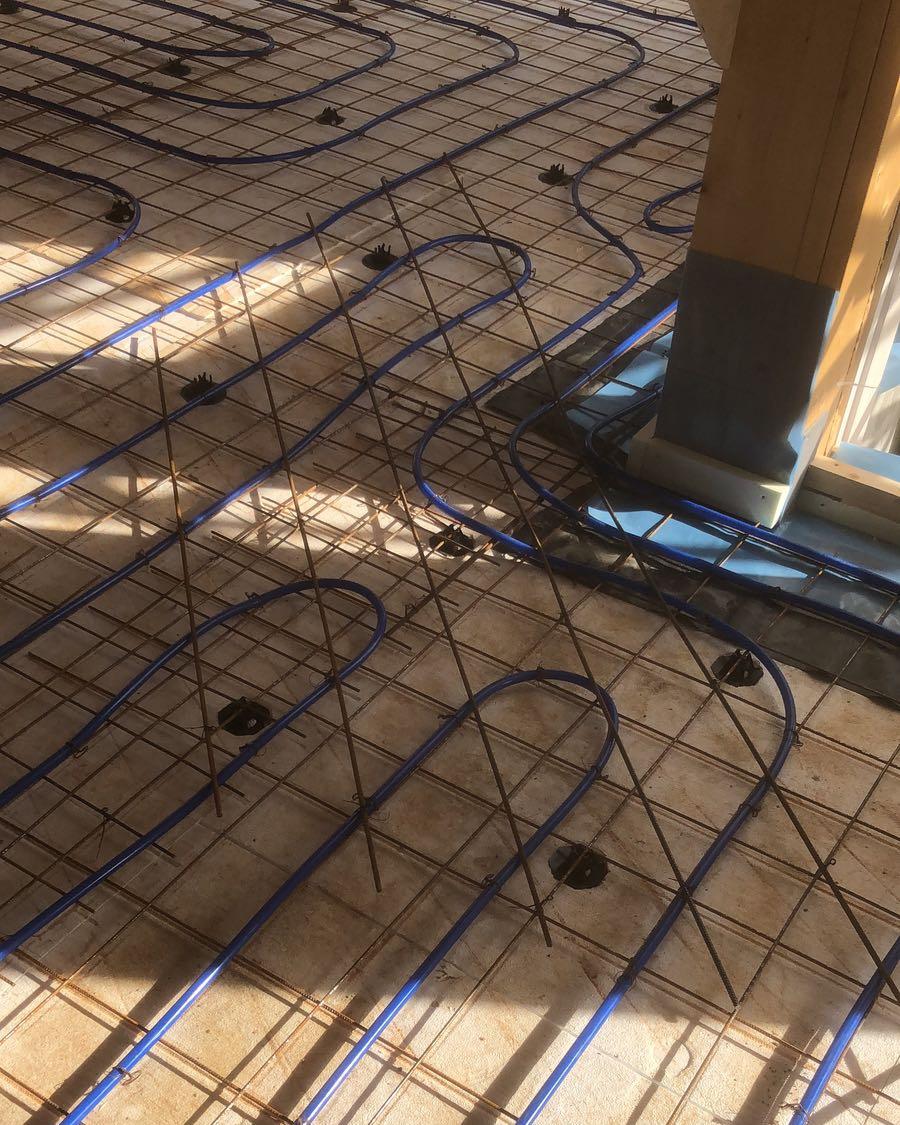 Kaikki-vaiheet-kuivasirotelattia-mikrosementtilattia-betonilattia-valmistamiseen-2