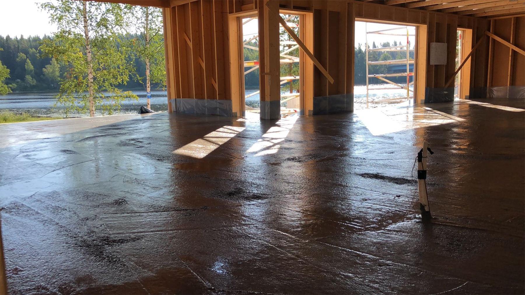 Kaikki-vaiheet-kuivasirotelattia-mikrosementtilattia-betonilattia-valmistamiseen-4