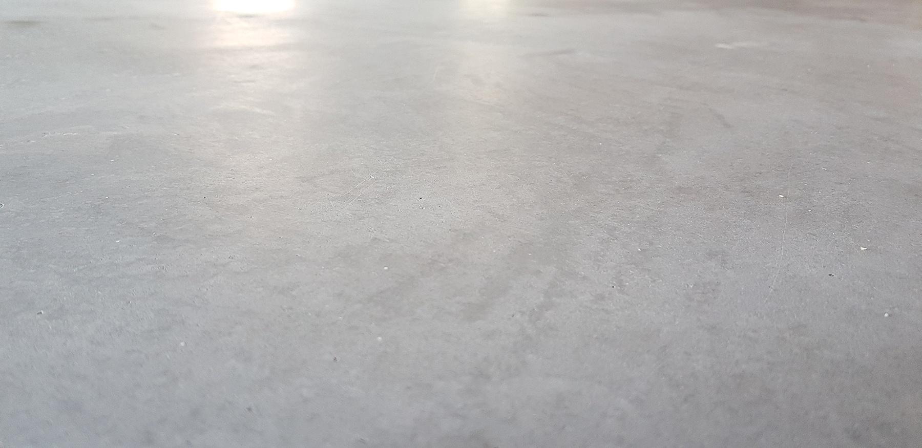 Kaikki-vaiheet-kuivasirotelattia-mikrosementtilattia-betonilattia-valmistamiseen