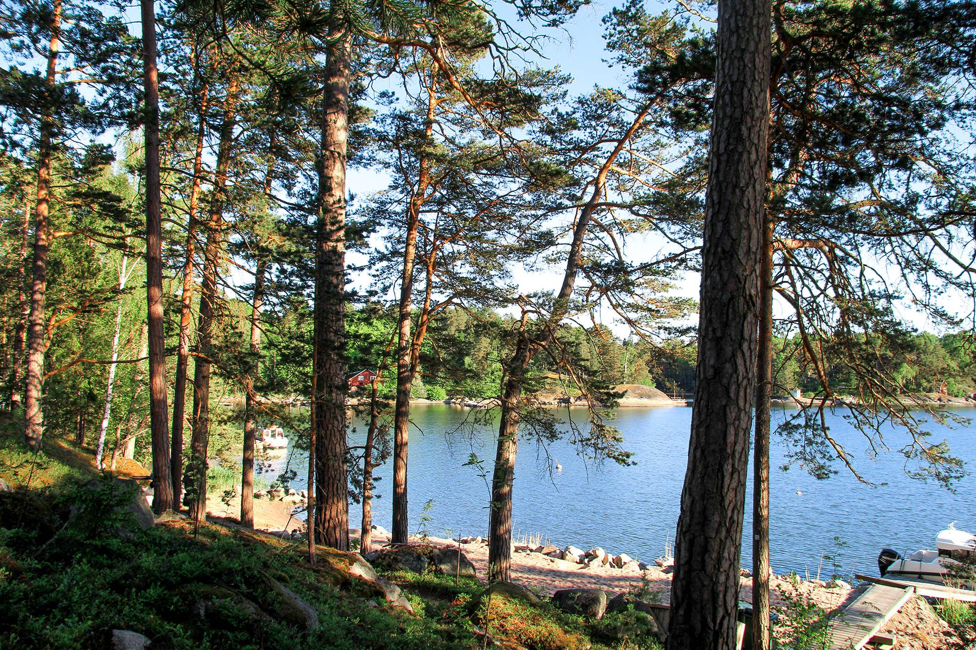 Moderni vapaa-ajan asunto Helsingin saaristossa maisema