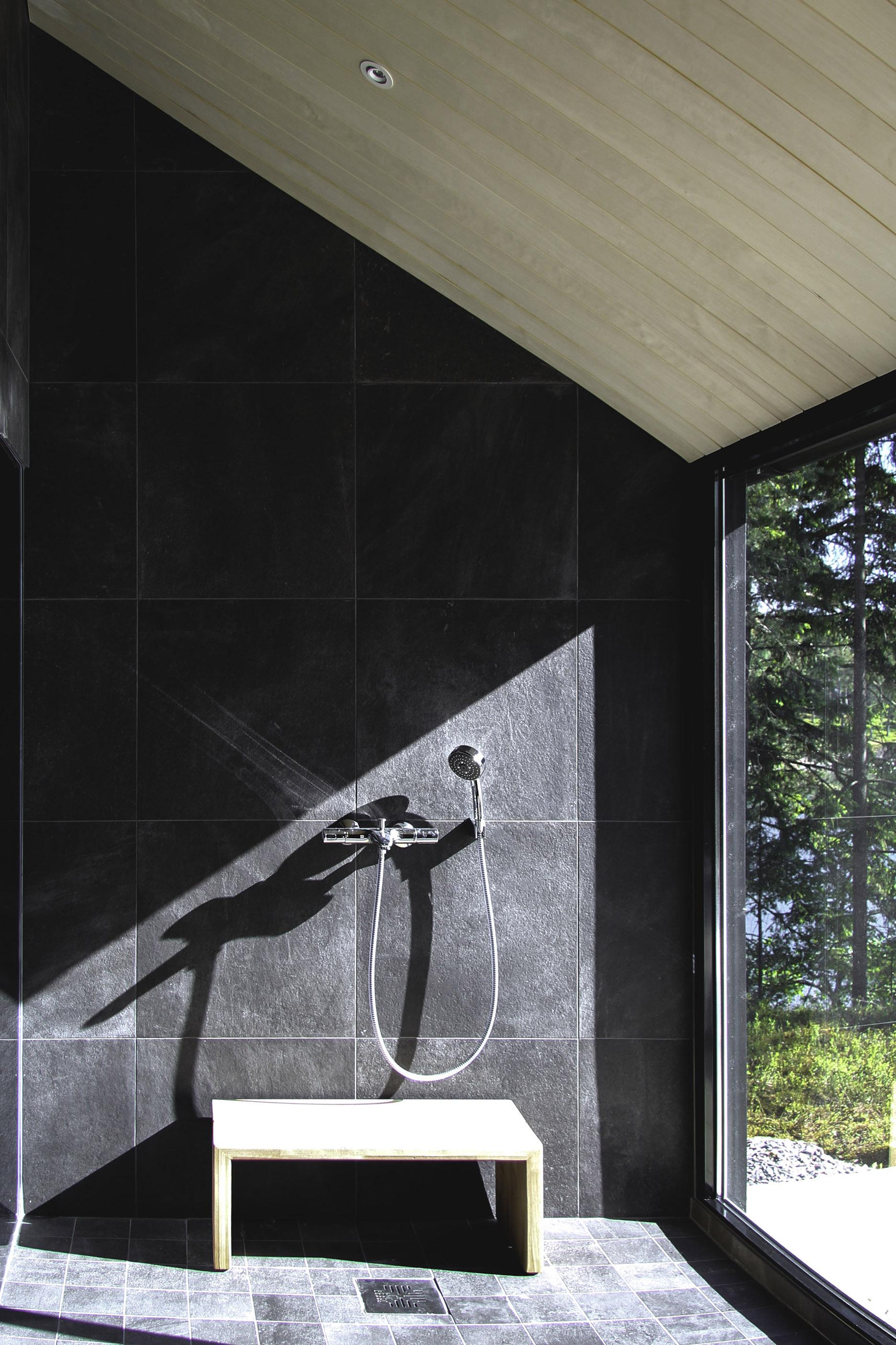 Moderni vapaa-ajan asunto Helsingin saaristossa suihku(1)