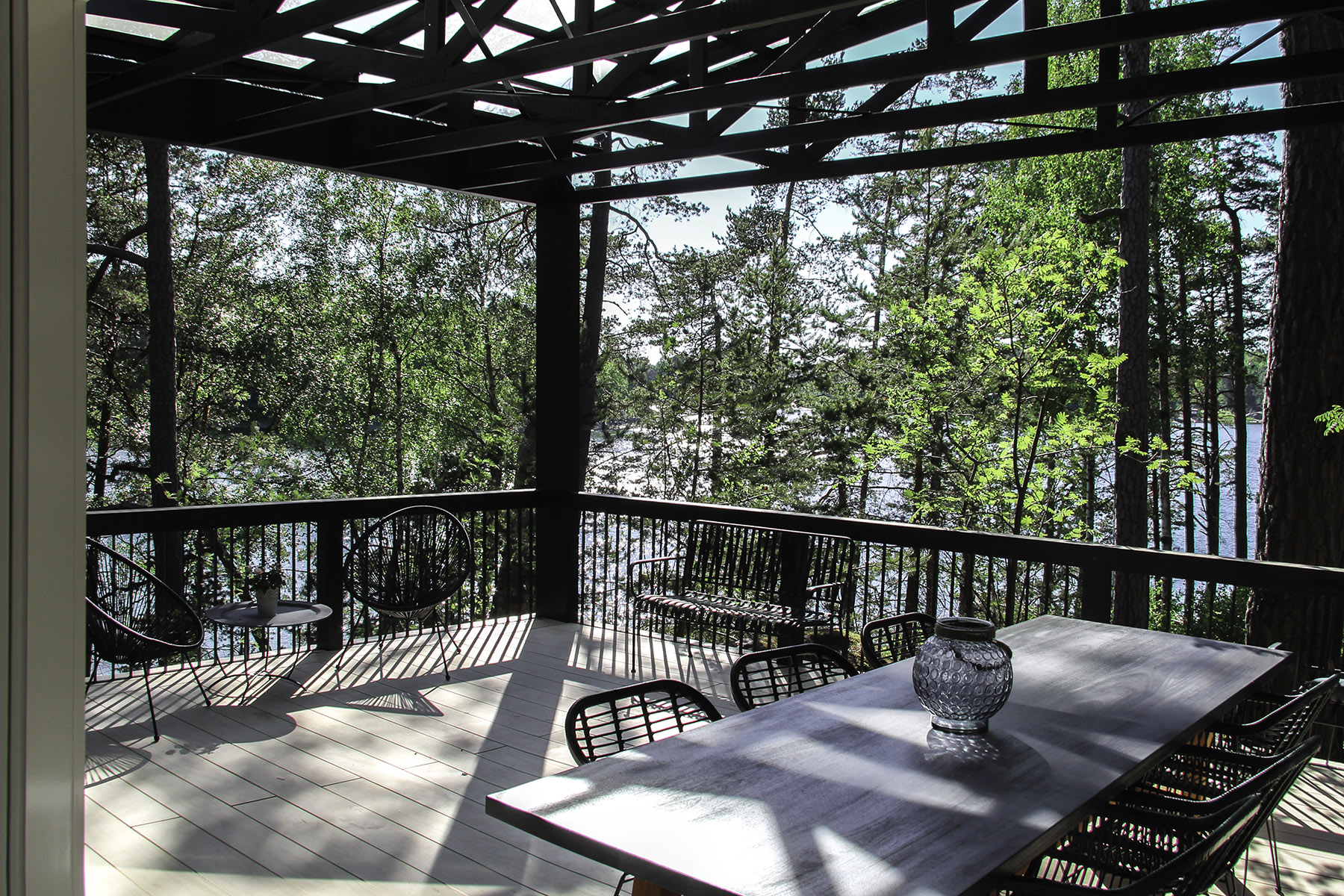 Moderni vapaa-ajan asunto Helsingin saaristossa terassi